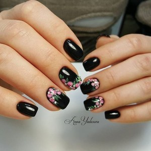 Black manicure nail design idea with roses