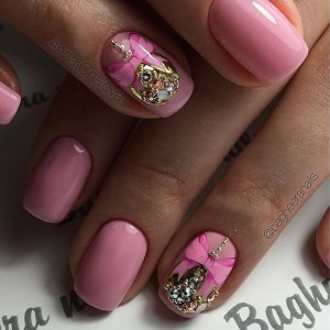gentle pink Christmas manicure nail design idea