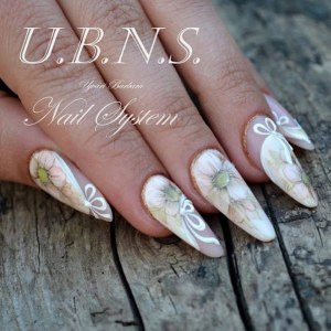 Nail design with flowers - vintage nail art
