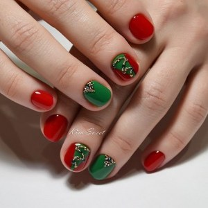 Rad and green nail design - manicure idea for short nails