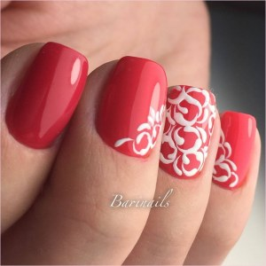 Red nail design - Manicure with pattern nails