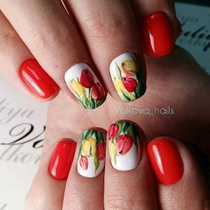 Spring manicure nail design idea with tulips