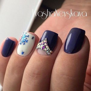 White blue winter snowflake design nails with rhinestones