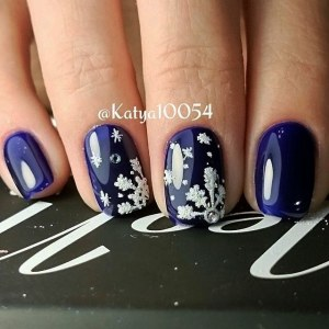 Winter gel nail design  - Blue nail art idea with velvet snowflakes