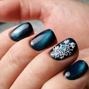 Winter nail design - Cat eye manicure idea with snowflake